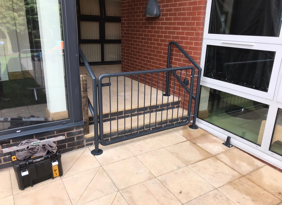 Powder coated gate anthracite