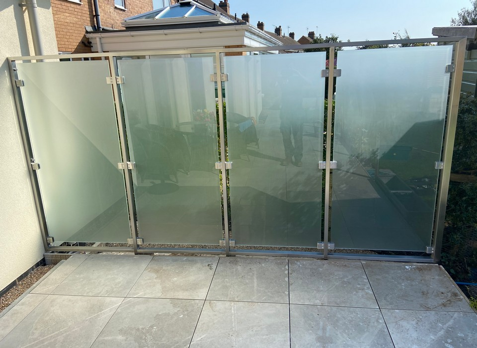 Stainless steel and glass privacy screen